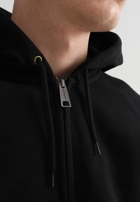 Carhartt WIP - HOODED CHASE - Luvtröja - black/gold - 6