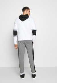 Calvin Klein - SOLID MIX BACK LOGO PANTS - Tracksuit bottoms - grey - 2
