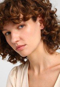 Orelia - MINI CRESCENT STUDS - Earrings - pale gold-coloured - 1