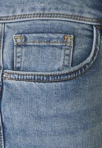 TOM TAILOR - KATE CAPRI - Shorts - random bleached  blue denim - 2