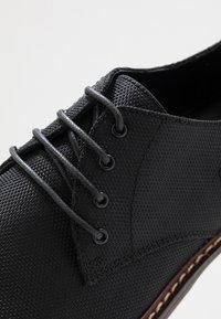Madden by Steve Madden - JIMMY - Smart lace-ups - black - 5