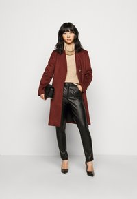 Glamorous Petite - TROUSER WITH POCKET DETAIL - Trousers - black - 1