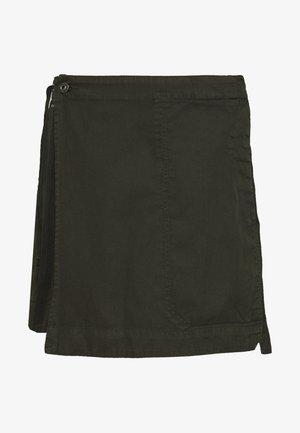 UTILITY WRAP MINI SKIRT - Spódnica trapezowa - olive