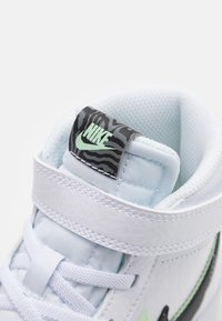 Nike Sportswear - BLAZER MID '77 SE UNISEX - High-top trainers - white/black/vapor green/smoke grey - 5