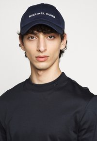 Michael Kors - STANDARD LOGO HAT - Cap - blue - 0