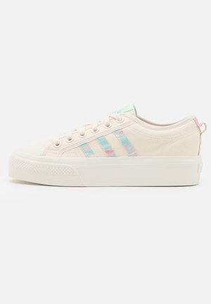 NIZZA PLATFORM  - Baskets basses - chalk white/frozen green