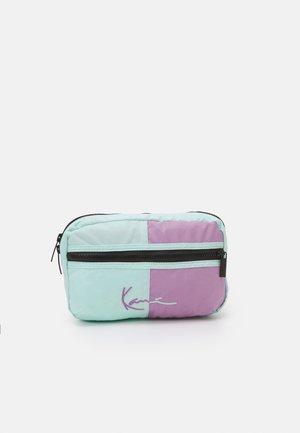 SIGNATURE BLOCK WAIST BAG - Bum bag - lilac/mint
