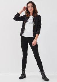 Cache Cache - ANGEPASSTE OFFIZIERSJACKE - Blazer - noir - 1