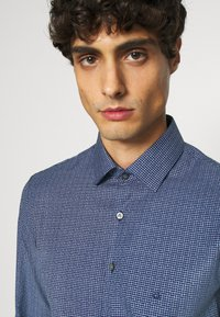 Calvin Klein Tailored - SMALL CHECK EASY CARE SLIM - Formal shirt - blue - 4