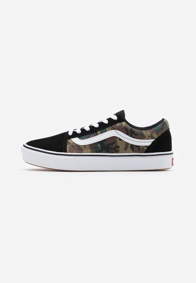COMFYCUSH OLD SKOOL - Sneakers - black/true white