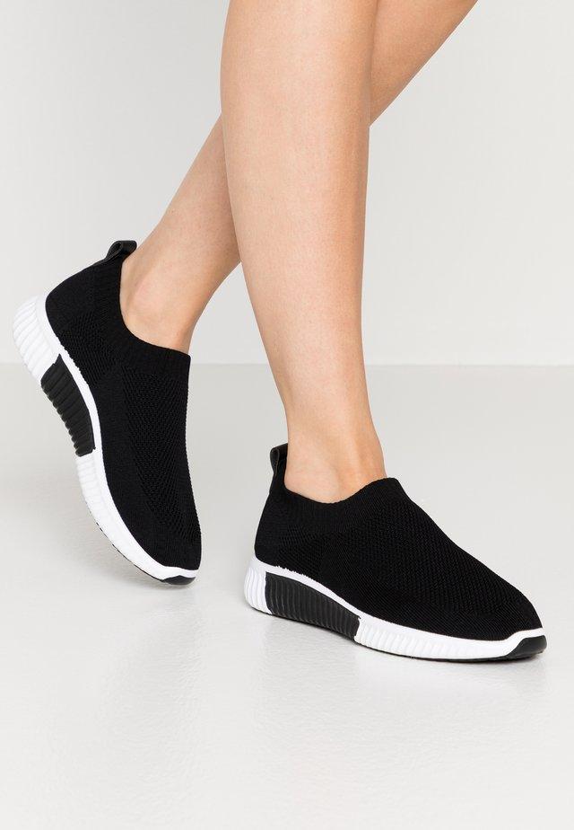 DALIA - Nazouvací boty - black