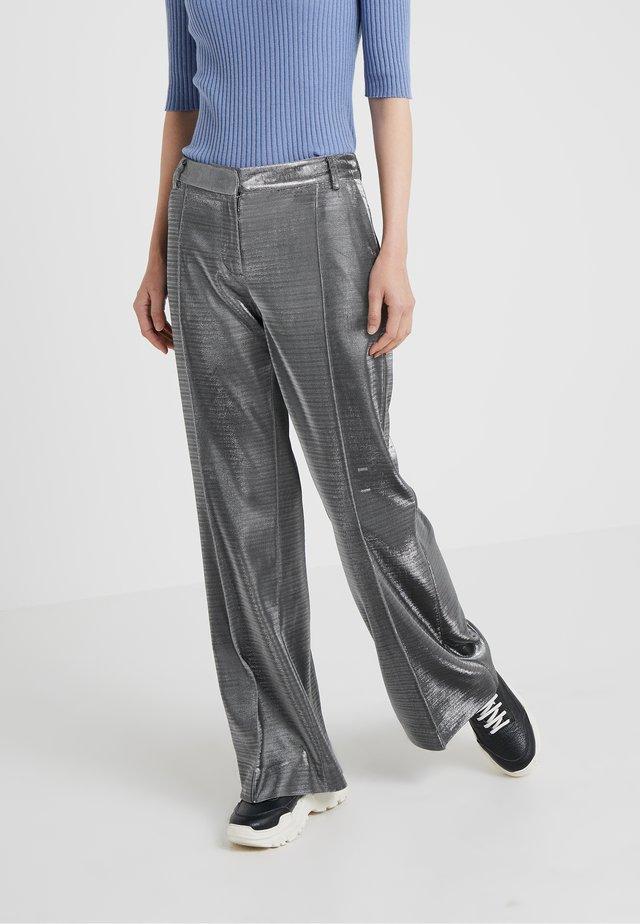 FARROW - Spodnie materiałowe - silver