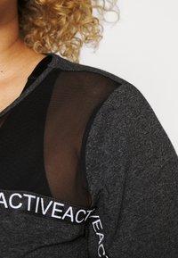 Active by Zizzi - Triko spotiskem - black melange - 5