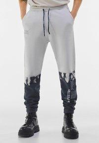 Bershka - Spodnie treningowe - grey - 0