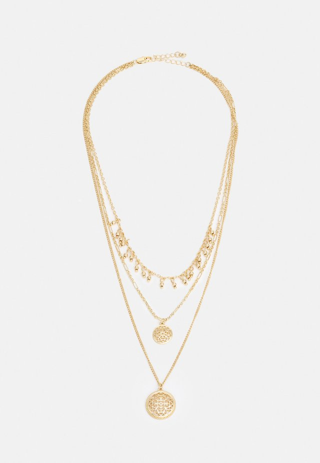 PCRAJ 3-CHAIN NECKLACE - Collier - gold-coloured