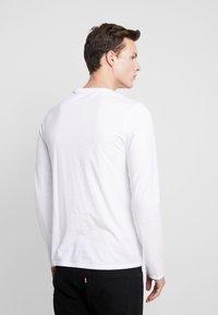 Levi's® - SLIM CREWNECK 2 PACK - Långärmad tröja - white/black - 3
