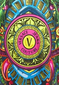 Versace Jeans Couture - REGALIA - Triko spotiskem - nero - 2