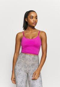 Cotton On Body - STRIKE A POSE YOGA VESTLETTE - Light support sports bra - magenta pop - 0