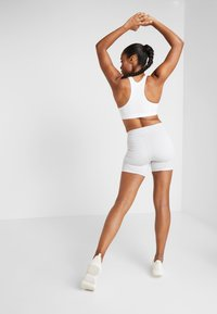 Puma - SG X SHORT - Leggings - glacier grey/white - 2