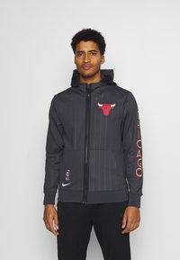 Nike Performance - NBA CHICAGO BULLS CITY EDITON THERMAFLEX FULL ZIP JACKET - Veste de survêtement - anthracite/black/white - 0