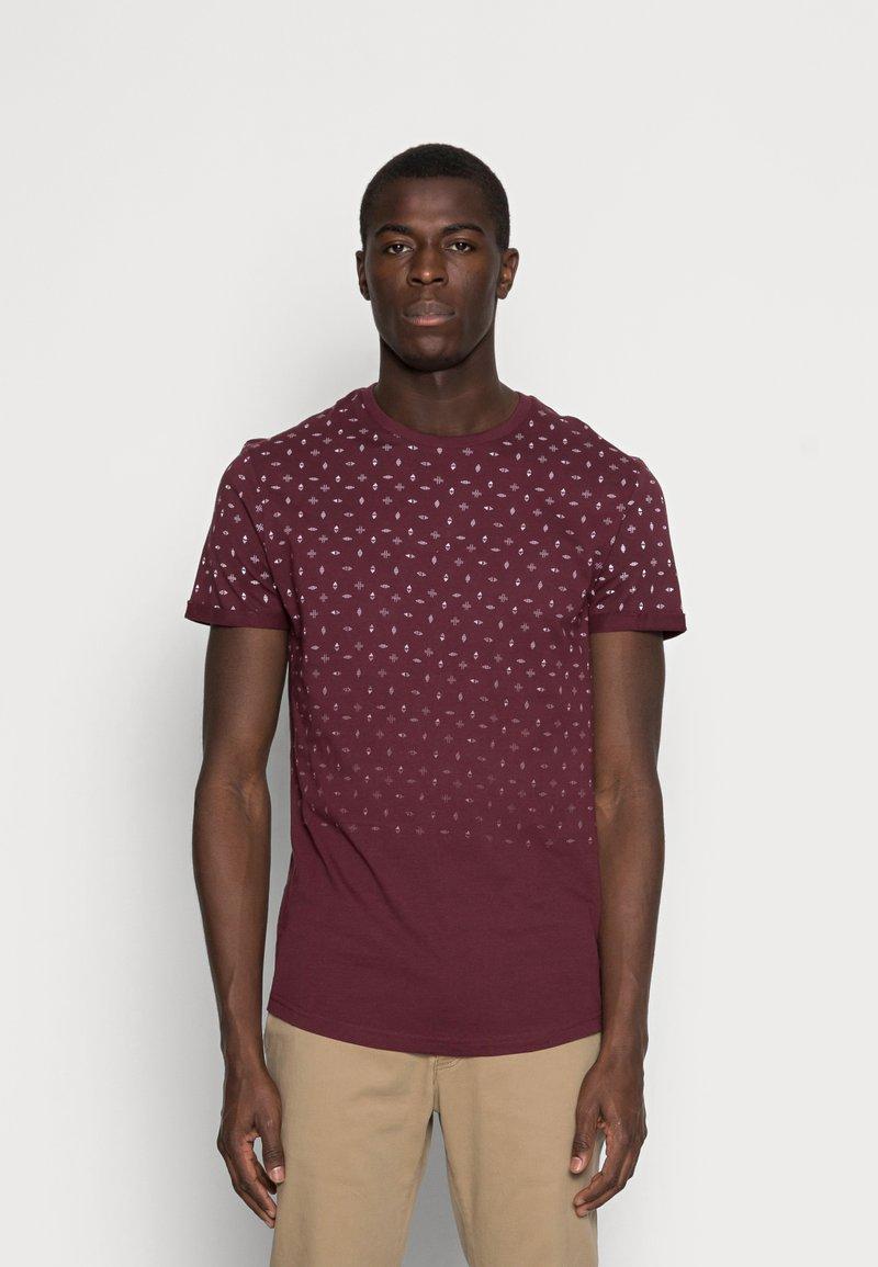 Pier One - T-shirt med print - bordeaux