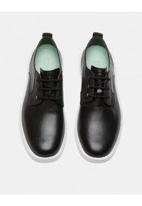 Camper - BILL - Zapatos con cordones - black - 1