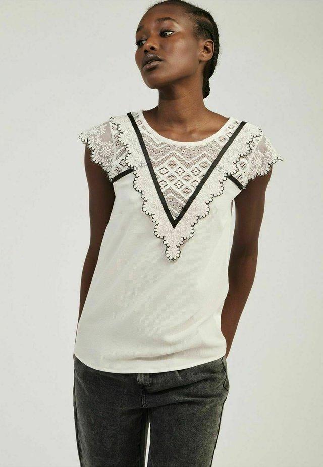 OEMILITO  - T-shirt con stampa - off-white
