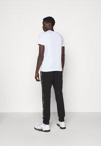 Versace Jeans Couture - MOUSE - Camiseta estampada - white - 2
