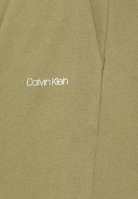 Calvin Klein - Shortsit - delta green - 2