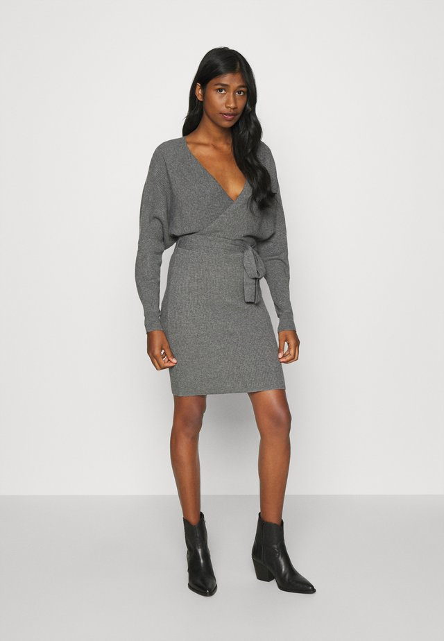VMREM VNECK  - Jumper dress - medium grey melange