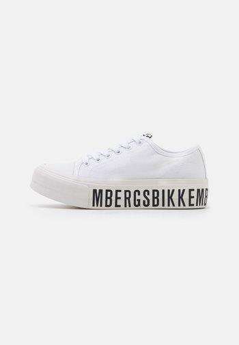 AMILIA - Sneakersy niskie - white