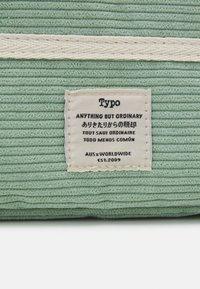 TYPO - TAKE ME AWAY 13 INCH LAPTOP CASE - Laptop bag - gum leaf - 3