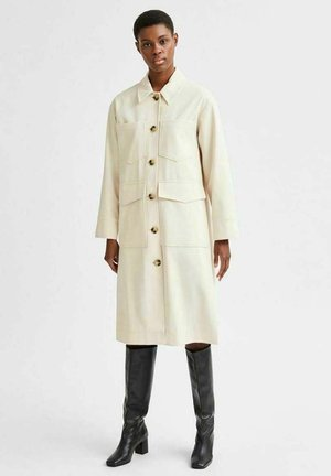 RELAXED FIT - Classic coat - sandshell