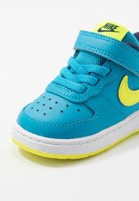 Nike Sportswear - COURT BOROUGH 2 - Matalavartiset tennarit - midnight navy/lemon/black/anthracite - 2