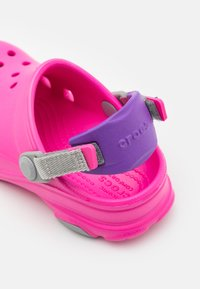 Crocs - CLASSIC ALL-TERRAIN  - Dřeváky - electric pink - 5