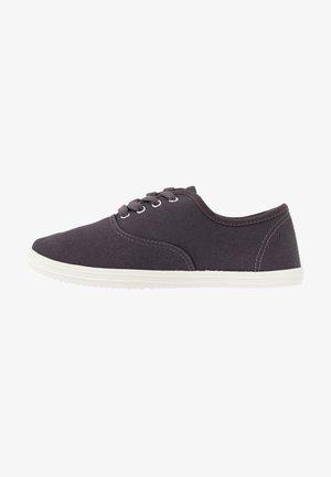 Baskets basses - dark grey