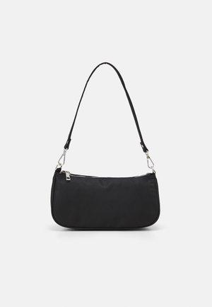 HEDDA - Handväska - black
