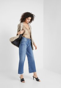 Agolde - REN WIDE LEG - Jeansy Relaxed Fit - blue denim - 1
