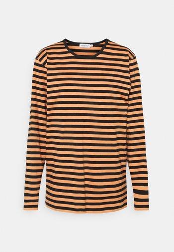 PITKÄHIHA - Langarmshirt - dark orange/black