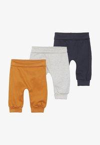 Sense Organics - SJORS BABY PANT 3 PACK - Pantalon classique - mustard/navy/grey melange - 4