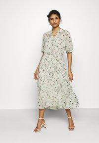 Moss Copenhagen - BLOSSOM ROSALIE DRESS - Kjole - ecru - 0