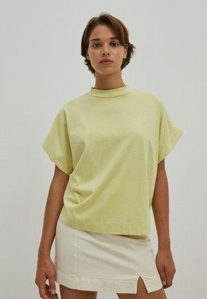 VALENTINA - Basic T-shirt - grün