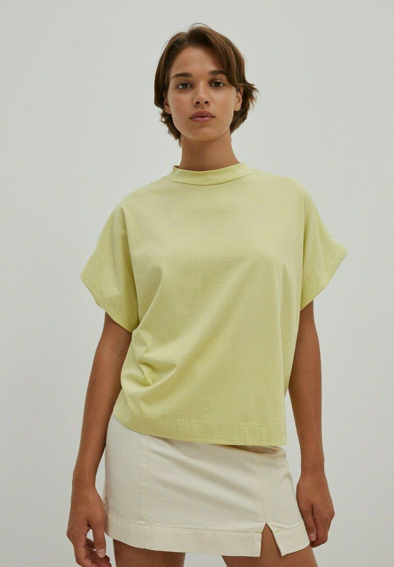 EDITED - VALENTINA - Basic T-shirt - grün