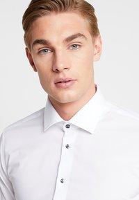Seidensticker - BUSINESS KENT PATCH EXTRA SLIM FIT - Formal shirt - white - 3