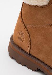 Timberland - COURMA KID UNISEX - Šněrovací kotníkové boty - rust - 5