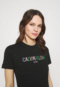 Calvin Klein Jeans - LOGO TEE - Camiseta estampada - black - 3