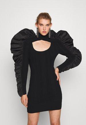 TURTLE NECK RUFFLE DRESS - Gebreide jurk - black