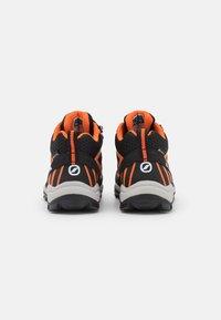 Scarpa - NEUTRON MID KID GTX UNISEX - Trekingové boty - black/orange - 2