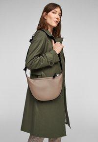 s.Oliver - TAS - Bum bag - beige - 1