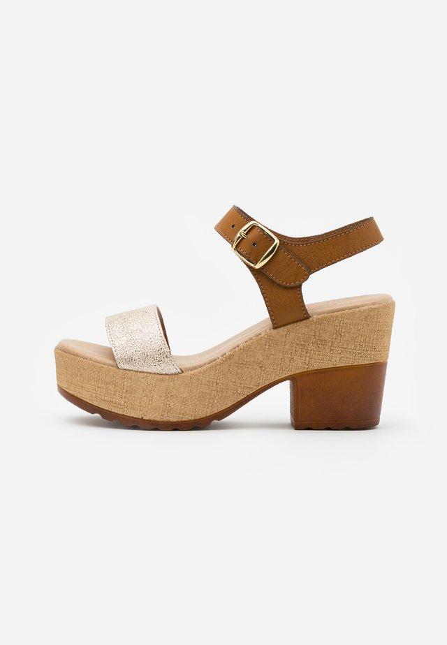 Sandaler med høye hæler - platino